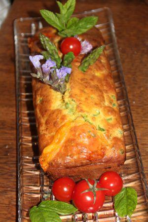 Recette Cake printannier asperges vertes, petits pois, tomates cerise, menthe et fromages