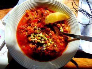 Recette Soupe repas au sorgo, pois chiches, lentilles rouges et boulettes aux parfums marocains