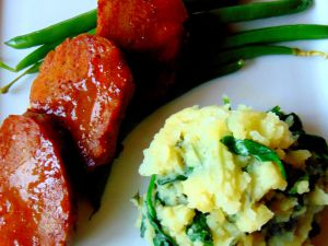 Recette Médaillons de  seitan avec purée de pommes de terre au kale et haricots verts à l'ail et au citron