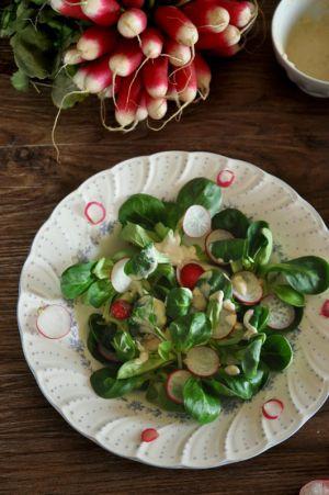 Recette Salade mâche, radis rose, yaourt, comme à St. Moritz