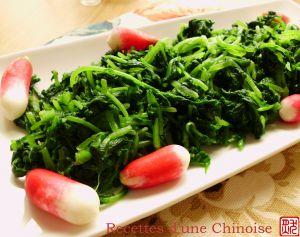 Recette Salade de fanes de radis rose ?????? liángbàn xi?oluóbo y?ng