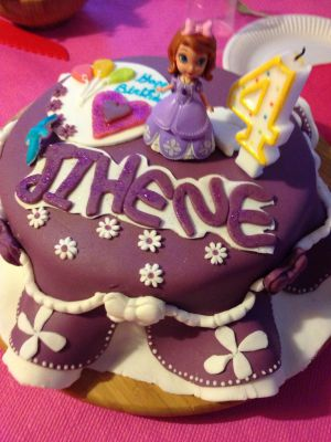Recette Gâteau  de princesses  Sofia en pâte  à  sucre