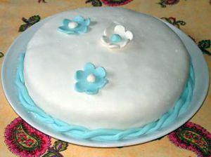 Recette Gâteau aux cerises et pâte à sucre