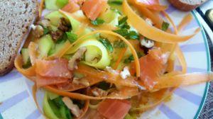 Recette Salade courgette-carotte-noix et truite fumée