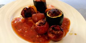 Recette Mini farcis bien relevés sauce tomate maison à l'ail et herbes