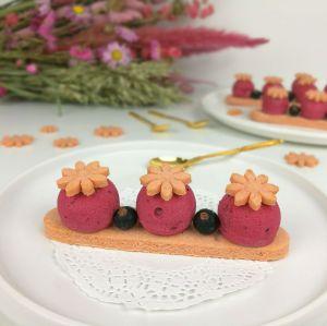 Recette Entremets crémeux au cassis et sablés aux Biscuits Roses