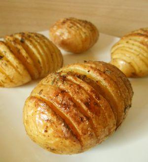 Recette Pommes de terre rôties à la suédoise(Hasselback potatoes)