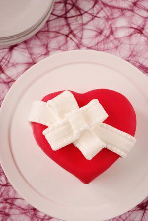 Recette Gâteau en forme de coeur (pâte à sucre)