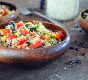 Recette Salade de Quinoa et Haricots Noirs avec Vinaigrette au Cumin et à la Lime