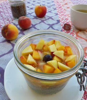 Recette Petit déj' aux graines de chia, pêches et lait d'amande
