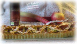"""Recette ღ """" Miam """" Tarte à la rhubarbe sur compotée de pommes-Fraises"""