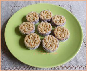 Recette Biscuits semoule à la noix de coco et confiture