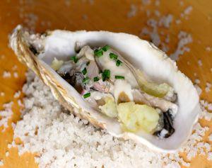 Recette Huîtres à l'écrasé de pommes de terre au gingembre, assaisonnement à l'échalote