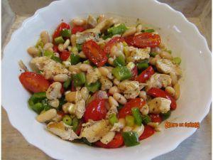 Recette Salade de haricots blancs au poulet, tomates cerises et poivron