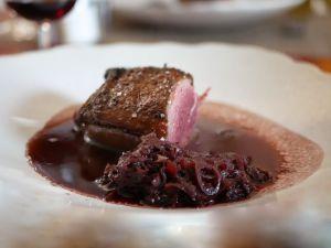 Recette [Sortons les barbecues!] Filet de canette grillé sauce généreuse au vin rouge et, aux échalotes