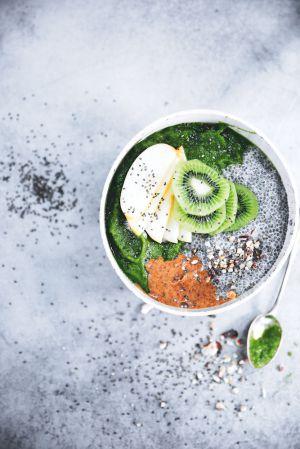 "Recette ► ""Green smoothie bowl"" (chia, amandes & fruits frais)"
