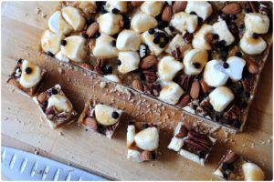 Recette Butterscotch Marshmallow Bars / Barres sablées au caramel, chamallow et noix