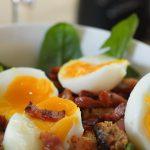 Recette Oeuf mollet, pissenlits et lardons en salade de printemps