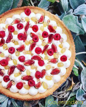 Recette Tarte aux fruits de saison : raisin, figues, framboises et noisettes