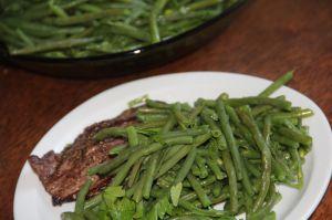 Recette Haricots verts frais au beurre frais, ail emince et persil