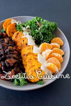 Recette Veggie bowl {Kale, haricots noirs, patates douces, clémentines, sauce tahini}