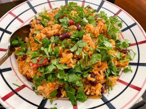 Recette Spanish Rice – Riz à la tomate et aux haricots (et tempeh caramélisé)