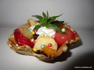 Recette Coupelles en gaufrette Croustillante aux fruits de saison, à la confiture et sirop de gingembre
