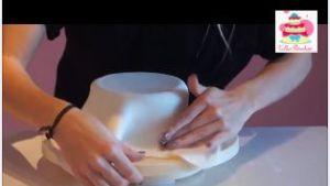Recette Tuto : Comment recouvrir un gâteau de pâte à sucre