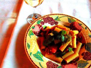 """Recette Pâtes aux """"tomates à la poêle"""", avec aubergine et ail"""