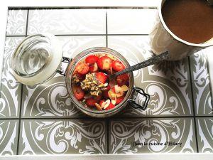 Recette Overnight oats avoine et chia aux fraises et amandes (porridge sans cuisson) / Overnight oats with chia seeds, strawberries and almonds