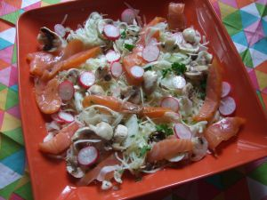 Recette Salade de chou blanc, radis roses, champignons et saumon fumé