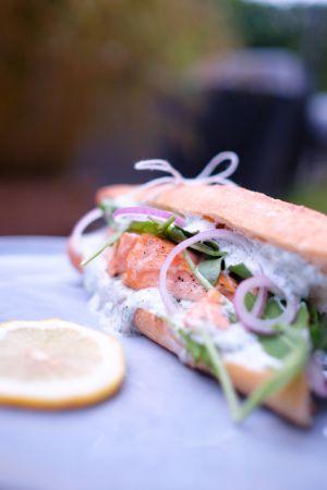 Recette Sandwich chaud au saumon, sauce aneth et persil
