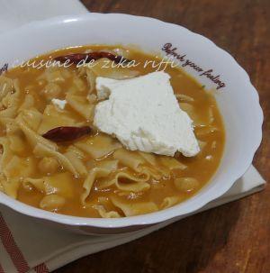 Recette Makarouna bel salsa ( bouh 3la khouh ) pâtes fraîches maison a la semoule