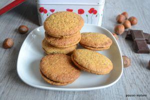 Recette Biscuits aux noisettes fourrés au chocolat