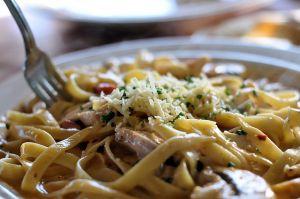 Recette Tagliatelles au poulet, sauce moutarde et yaourt, à l'estragon - cuisine légère