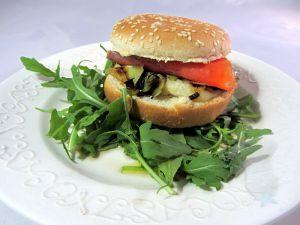 Recette Burger au saumon fumé et fondue de poireau