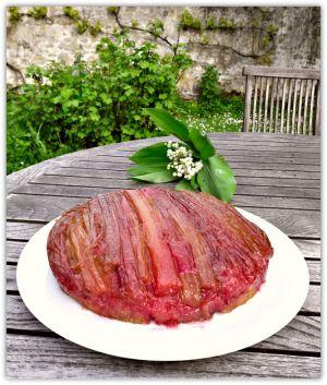 Recette Gâteau renversé à la rhubarbe; un goût de bonbon anglais