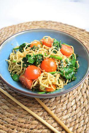 Recette Nouilles sautées aux épinards et tomates