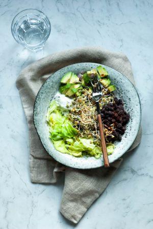 Recette Salade d'avocat et de haricots noirs aux graines germées