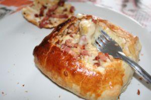 Recette Feuilleté de camembert en fondue aux lardons et pommes frites