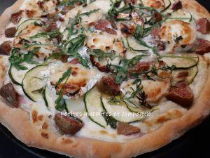 Recette Pizza courgettes chèvre figues et miel