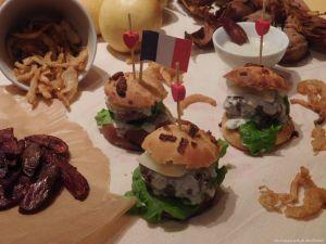 Recette Foodista challenge #13 ~~Hamburgers poires,noix,sauce roquefort et oignons frit  ~~