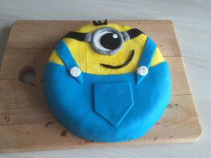 Recette Gâteau Minion au chocolat et pâte à sucre