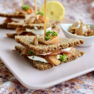 Recette Club sandwich saumon et confit d'échalotes au vin rouge
