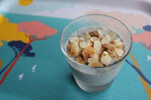 Recette Dessert aux graines de chia et amandes effilées