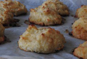 Recette Cookies à la noix de coco et aux pépites de chocolat blanc au lait végétal