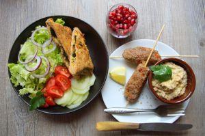 Recette Repas minceur - assiette orientale, gözlemes aux épinards, salade et houmous, grenade fraîche