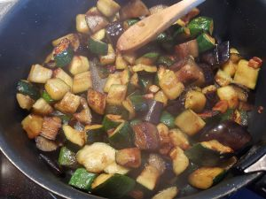 Recette Courgettes et aubergine sautées à l'ail