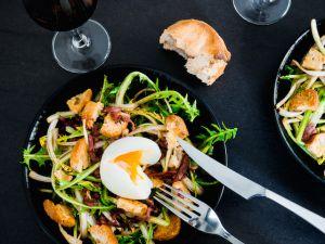 Recette Salade de pissenlits d'Alsace, lardons de magret fumé, oeuf mollet