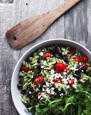 Recette Salade de pâtes crémeuses au pesto & tomates cerises